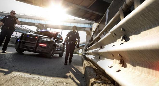 Bị bắt vì lái xe say xỉn, nữ tài xế gạ tình để hối lộ cảnh sát-1