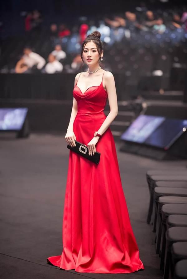 Tiểu Vy đăng ảnh gợi cảm, Mai Phương Thuý trầm trồ: Hoa hậu đẹp nhất đây rồi!-8