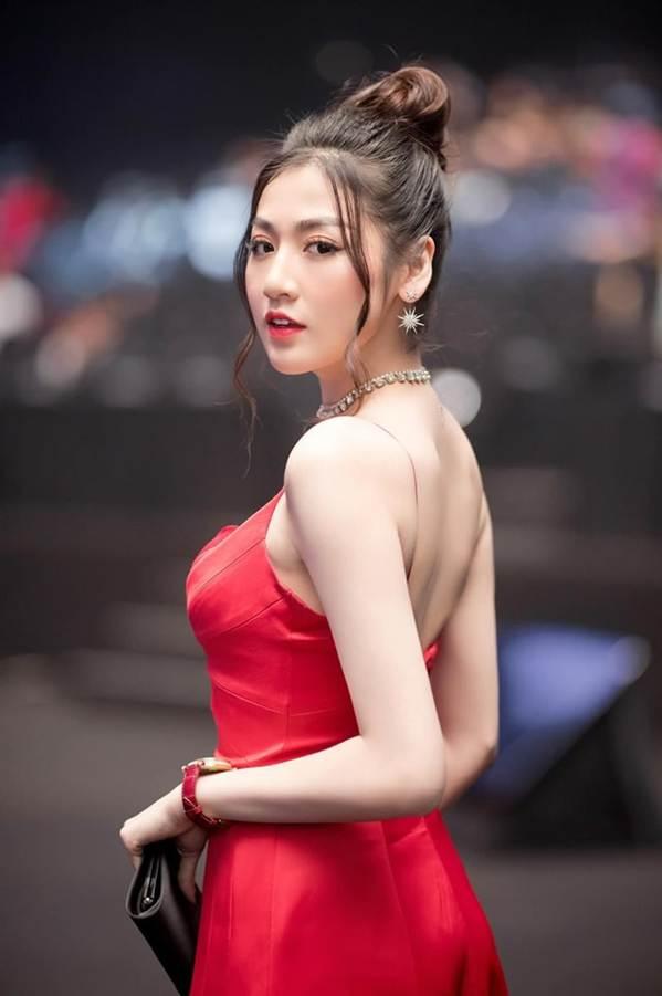 Tiểu Vy đăng ảnh gợi cảm, Mai Phương Thuý trầm trồ: Hoa hậu đẹp nhất đây rồi!-9