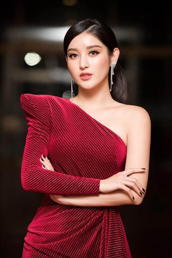 Tiểu Vy đăng ảnh gợi cảm, Mai Phương Thuý trầm trồ: Hoa hậu đẹp nhất đây rồi!-10