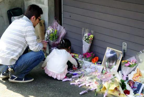 Vụ bé gái bị bạo hành chấn động Nhật Bản: Người mẹ lãnh 8 năm tù giam vì tội làm ngơ để chồng kế hành hạ con-3