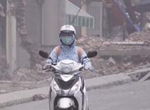 CẢNH BÁO: Chất lượng không khí ở Hà Nội đang ở mức rất xấu, người dân đối mặt với bụi dày đặc khi ra đường