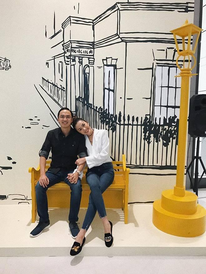 Trước tin đồn hôn nhân rạn nứt, Tăng Thanh Hà và chồng luôn ăn mặc tinh tế và đồng điệu-12