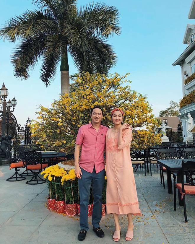 Trước tin đồn hôn nhân rạn nứt, Tăng Thanh Hà và chồng luôn ăn mặc tinh tế và đồng điệu-9