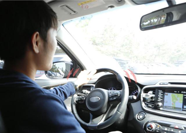 Văn Hậu và các tuyển thủ Việt Nam lái xe gì ở nước ngoài-5
