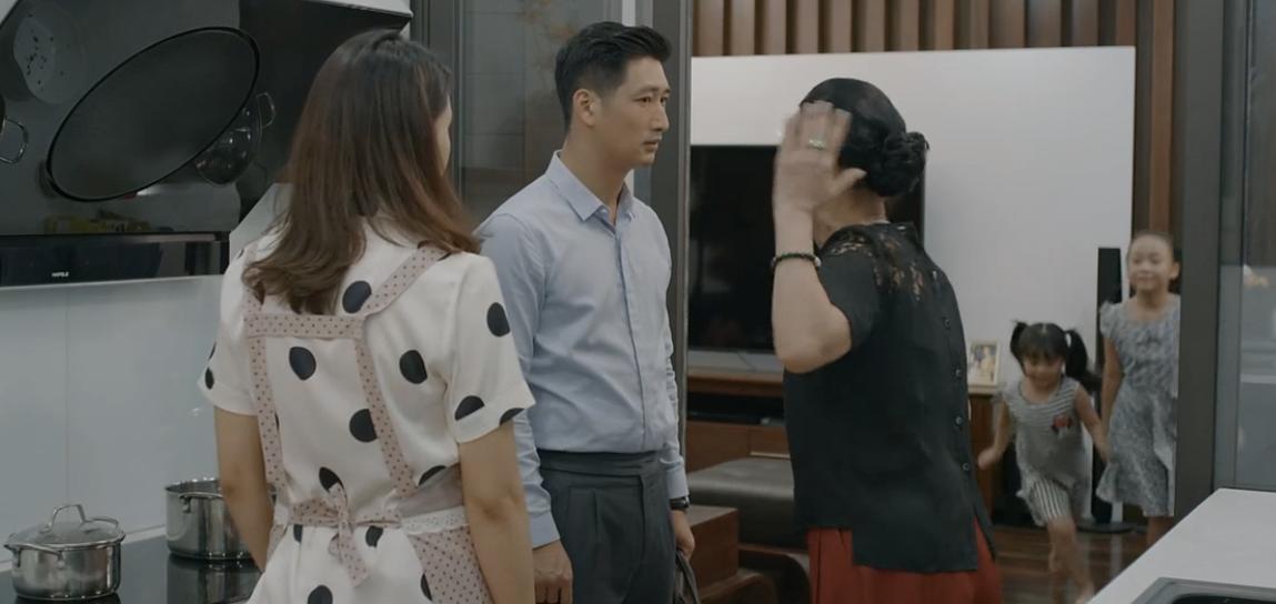 Hoa hồng trên ngực trái: Xót xa cảnh Khuê chấp nhận Thái ngoại tình, chỉ xin đừng ly hôn, chạm vào chồng cũng bị từ chối-3