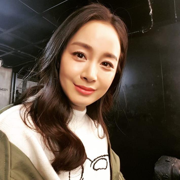 Kim Tae Hee chăm dưỡng da cầu kỳ, bảo sao đã U40 mà vẫn đẹp như nữ thần khiến Bi Rain mê tít-1