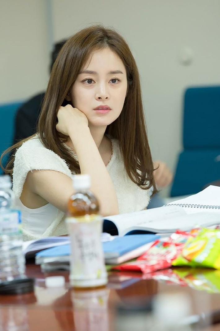 Kim Tae Hee chăm dưỡng da cầu kỳ, bảo sao đã U40 mà vẫn đẹp như nữ thần khiến Bi Rain mê tít-5