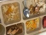 Trước khi bị tố suất ăn trưa lèo tèo vài miếng, Trường Quốc tế Việt Úc còn bị phát hiện có giòi trong thức ăn-4