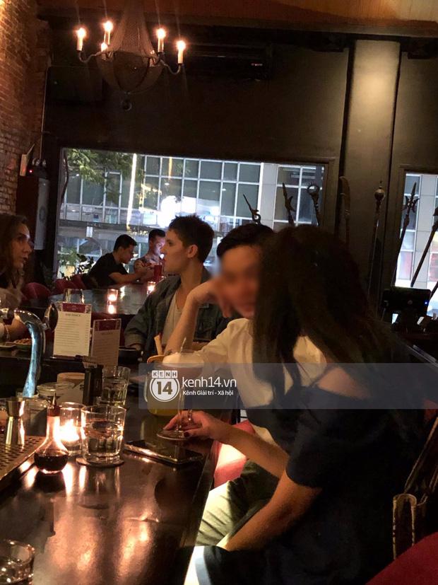 Primmy Trương bị bắt gặp hôn má người đàn ông lạ trong bar, có bạn trai mới sau 8 tháng chia tay Phan Thành?-2