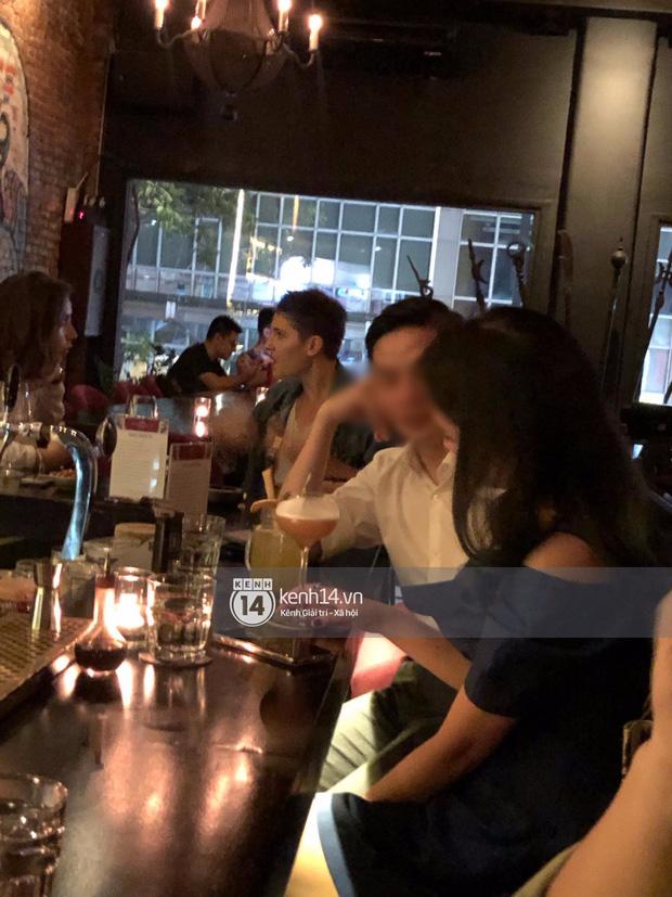 Primmy Trương bị bắt gặp hôn má người đàn ông lạ trong bar, có bạn trai mới sau 8 tháng chia tay Phan Thành?-4