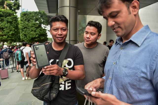 Những chiếc iPhone 11 chính hãng đầu tiên trên thế giới về tay người Việt Nam-5