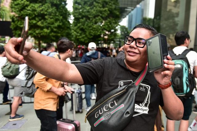 Những chiếc iPhone 11 chính hãng đầu tiên trên thế giới về tay người Việt Nam-6