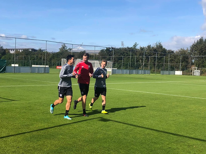 Văn Hậu vui vẻ với đồng đội mới, sẵn sàng hòa nhập CLB ở Hà Lan-2