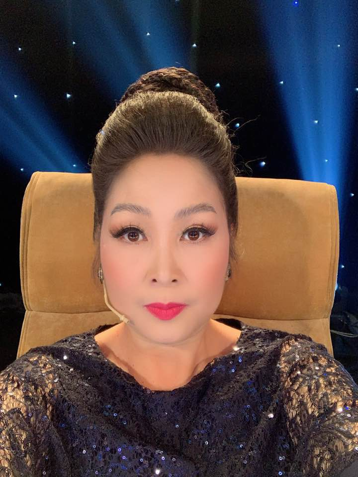 """Để profile làm việc ở sân khấu kịch Hồng Vân"""", cô nàng khoe ngực ở Hội An bị chính chủ"""" lên tiếng cực gắt-4"""