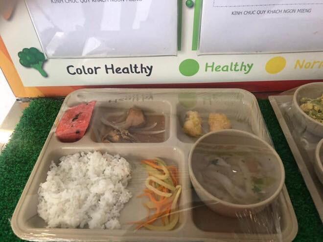 Trước khi bị tố suất ăn trưa lèo tèo vài miếng, Trường Quốc tế Việt Úc còn bị phát hiện có giòi trong thức ăn-1