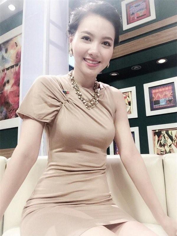 Cận cảnh vòng eo 55cm đầy gợi cảm của MC VTV Minh Hà-5