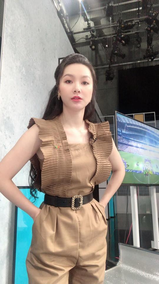 Cận cảnh vòng eo 55cm đầy gợi cảm của MC VTV Minh Hà-1