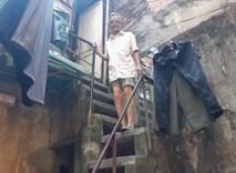 """Vợ chồng 33 năm sống trên nóc nhà vệ sinh ở phố cổ: """"Tôi chạy mất dép đêm tân hôn"""""""