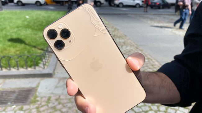 Màn hình iPhone 11 Pro vỡ nát sau cú rơi nhẹ bên thềm Apple Store-2