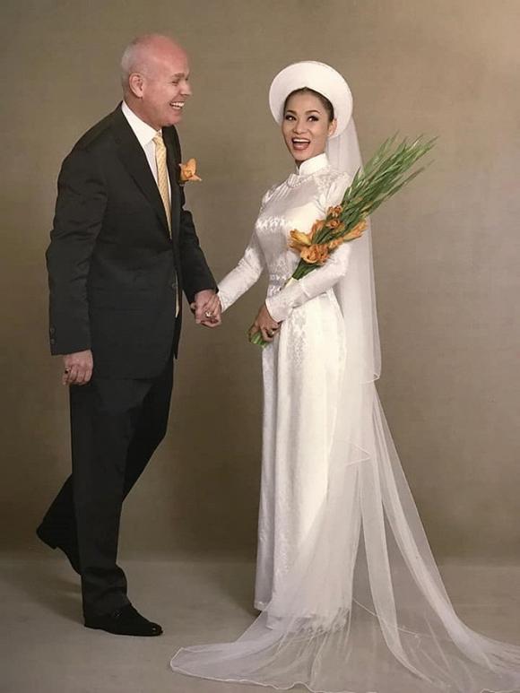 Ảnh cưới hiếm của nghệ sĩ Hoài Linh, Thu Minh và các sao Việt-2