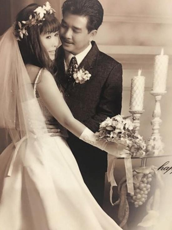 Ảnh cưới hiếm của nghệ sĩ Hoài Linh, Thu Minh và các sao Việt-9