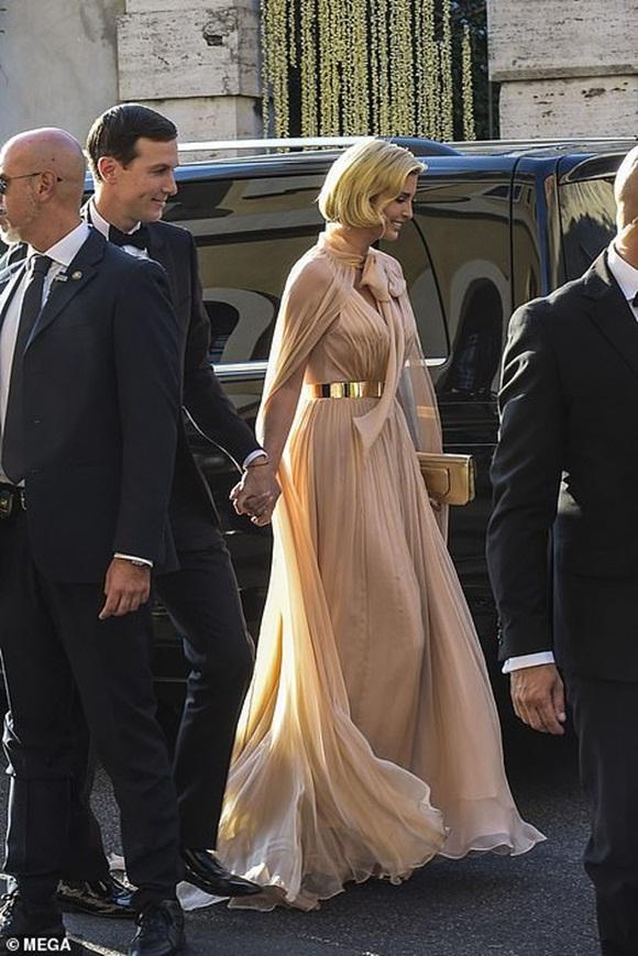 Diện váy hiệu hơn 250 triệu đồng, Meghan Markle vẫn lép vế và đuối hơn hẳn khi đứng cạnh con gái Tổng thống Trump-8