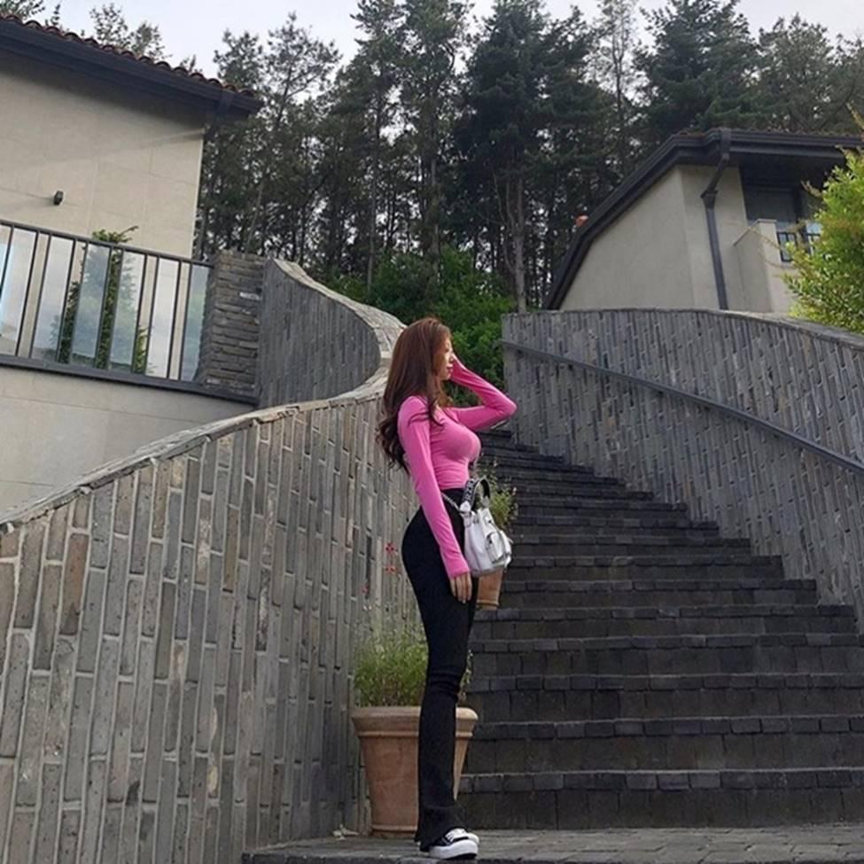 Vẻ đẹp vượt chuẩn Hàn Quốc thông thường của 2 cô gái khiến vạn chàng trai mê mẩn-15
