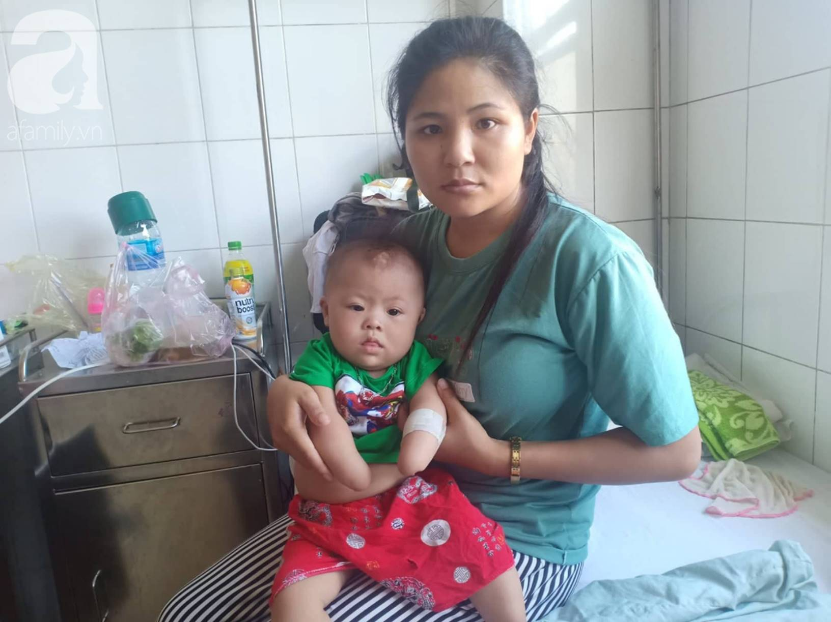 Tâm sự đau đớn của người mẹ khi sinh con trai không có 2 tay: Tôi đã sốc khi lần đầu nhìn thấy hình hài con mình-5
