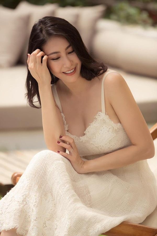 Hoa hậu có xuất thân khủng nhất Việt Nam: Cuộc đời long đong lận đận, trải qua sóng gió mới tìm thấy hạnh phúc-2