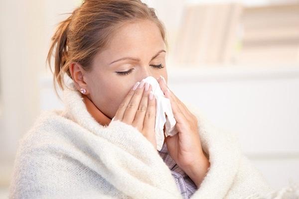 Thời tiết chuyển mùa: Người lớn hay trẻ nhỏ đều có thể gặp rắc rối với 4 vấn đề sức khỏe này-2