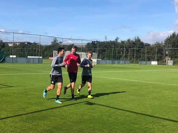 HLV Heerenveen: Văn Hậu nói tiếng Anh chưa tốt, không chắc được ra sân ở trận gặp Utrecht-2