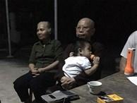 Cháu bé hơn một tuổi bị bỏ rơi trước cổng chùa kèm tờ giấy 'nhờ nuôi con hết đời, không vấn vương gì hết'