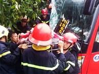Bình Dương: Xe giường nằm lao vào bụi cây ven đường, hành khách la hét cầu cứu, ít nhất 10 người bị thương