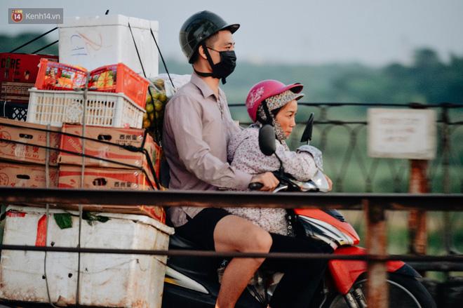 Chùm ảnh: Ngày cuối tuần, nhiều người dân Hà Nội đổ ra đường để hít hà tiết trời trong trẻo của mùa Thu-4