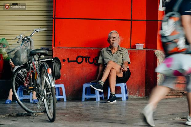Chùm ảnh: Ngày cuối tuần, nhiều người dân Hà Nội đổ ra đường để hít hà tiết trời trong trẻo của mùa Thu-14