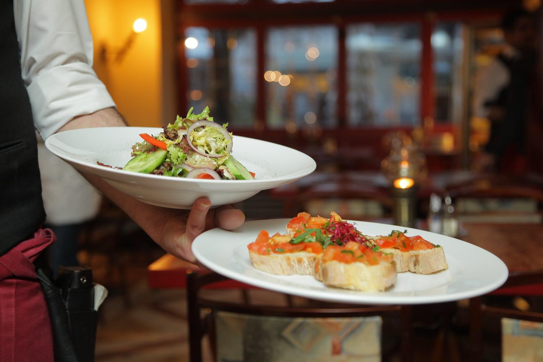 Vì sao vô các khách sạn hay nhà hàng lớn, lại có nơi không cho bạn xách bọc thức ăn thừa mang về?-2