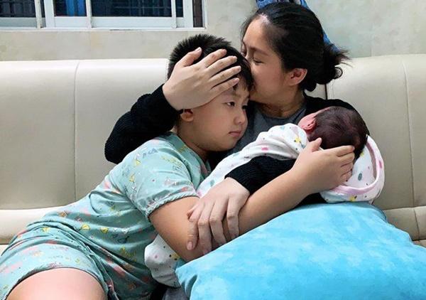 Lần đầu diễn viên Lê Phương khoe hình cận mặt và rõ nét nhất con gái mới sinh-5