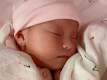 Lần đầu diễn viên Lê Phương khoe hình cận mặt và rõ nét nhất con gái mới sinh