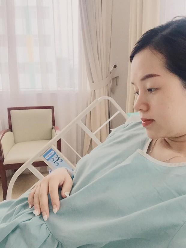Hot mom Ly Kute: Từ cô gái ôm bụng bầu lên chùa tĩnh tâm vì bạn trai bỏ đến bà mẹ đơn thân chăm chỉ kiếm tiền, cho con học hẳn trường quốc tế-5
