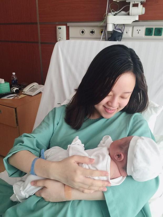 Hot mom Ly Kute: Từ cô gái ôm bụng bầu lên chùa tĩnh tâm vì bạn trai bỏ đến bà mẹ đơn thân chăm chỉ kiếm tiền, cho con học hẳn trường quốc tế-6
