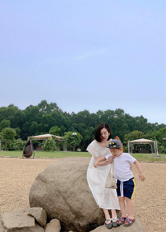 Hot mom Ly Kute: Từ cô gái ôm bụng bầu lên chùa tĩnh tâm vì bạn trai bỏ đến bà mẹ đơn thân chăm chỉ kiếm tiền, cho con học hẳn trường quốc tế-8
