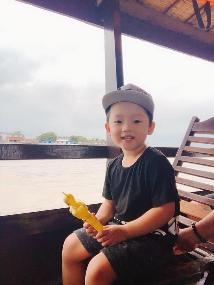 Hot mom Ly Kute: Từ cô gái ôm bụng bầu lên chùa tĩnh tâm vì bạn trai bỏ đến bà mẹ đơn thân chăm chỉ kiếm tiền, cho con học hẳn trường quốc tế-21
