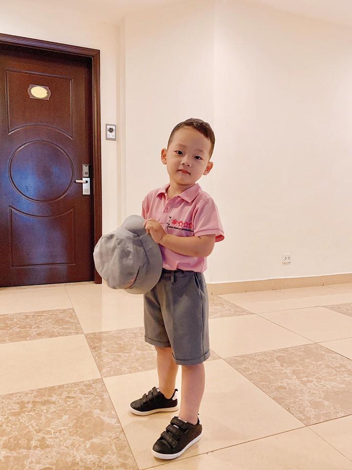 Hot mom Ly Kute: Từ cô gái ôm bụng bầu lên chùa tĩnh tâm vì bạn trai bỏ đến bà mẹ đơn thân chăm chỉ kiếm tiền, cho con học hẳn trường quốc tế-23
