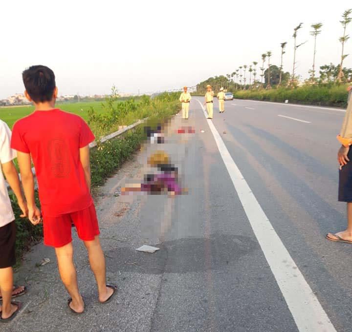 Chồng điều khiển xe máy tự gây tai nạn khiến vợ và 2 con tử vong thương tâm-1