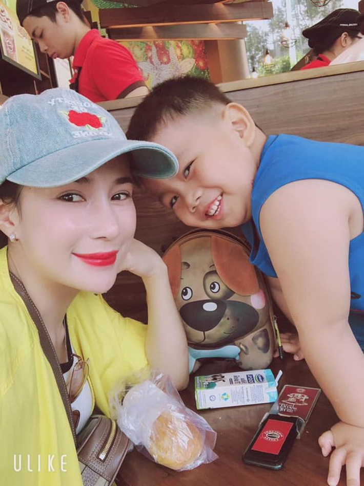 Top 5 cô vợ xinh đẹp của tuyển thủ Việt Nam-10