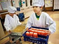 Tận mắt chứng kiến bữa trưa của học sinh Nhật Bản, càng thêm ngưỡng mộ đất nước này đối với thế hệ tương lai