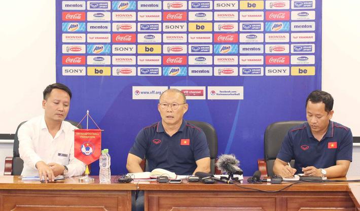 HLV Park Hang Seo bị hỏi vặn về Huy Toàn, Văn Quyết: Đừng đặt vấn đề mâu thuẫn cá nhân-2