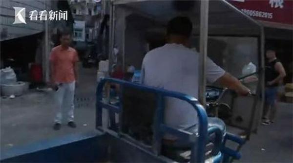 Đang đi chợ, người phụ nữ bất ngờ bị xe 3 bánh tông trọng thương, sau khi cảnh sát đến nơi mới bất ngờ với kẻ gây tai nạn-1