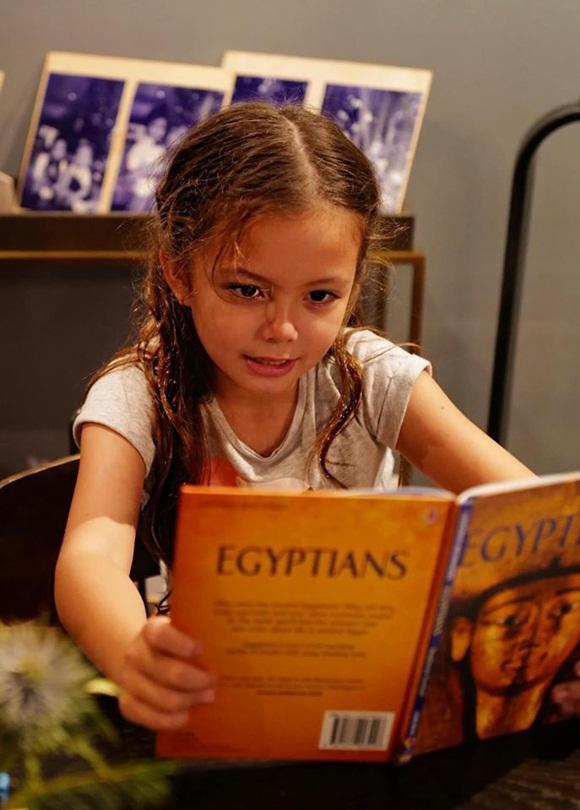 Mới 7 tuổi, con gái diva Hồng Nhung đã sở hữu nhan sắc thiên thần lai đẹp đến khó rời mắt-4